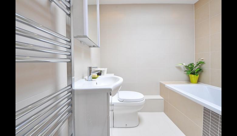 9 astuces pour agrandir une petite salle de bain id es for Optimiser salle de bain